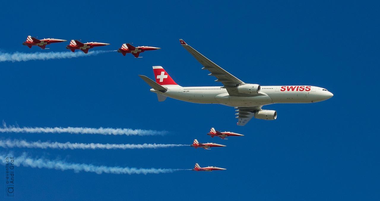 passenger-aircraft-437975_1280