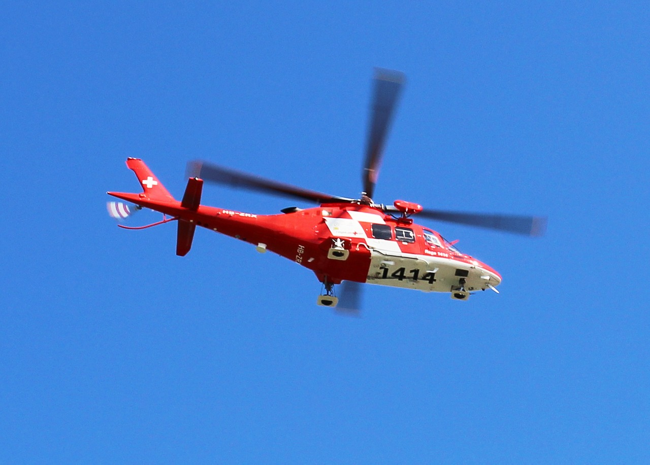 rescue-helicopter-355397_1280